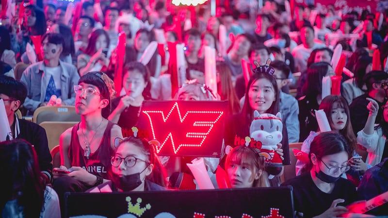 LPL fans cheering for Team WE