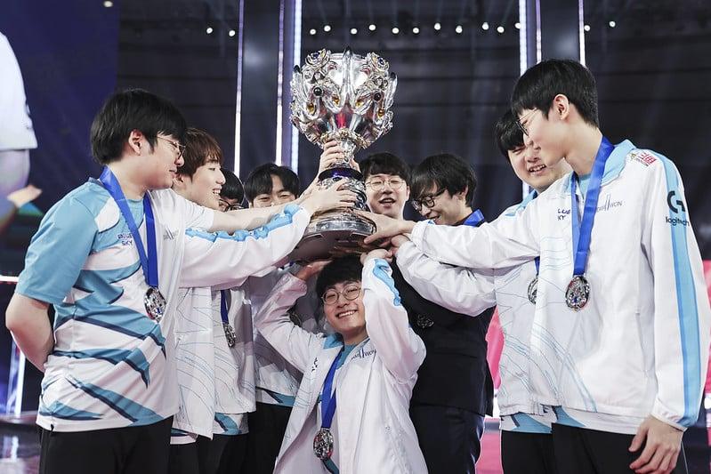 Damwon Gaming hoist the Worlds 2020 Trophy