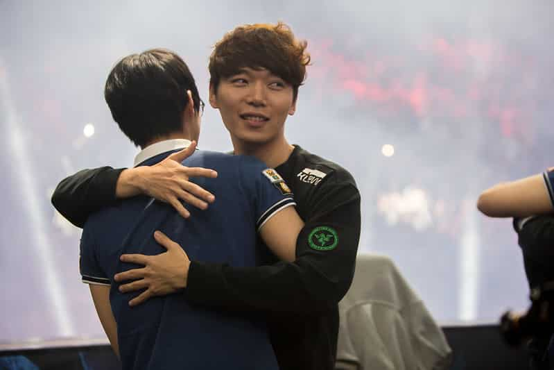 MaRin hugging the opponent after the game   Best top laner in LoL History