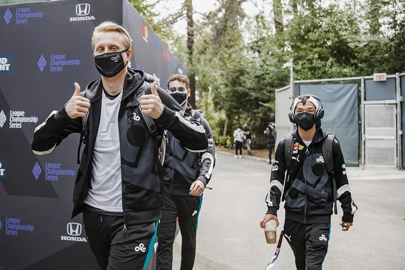 Cloud9 giving the fans a thumbs up   LCS Summer WEek 1